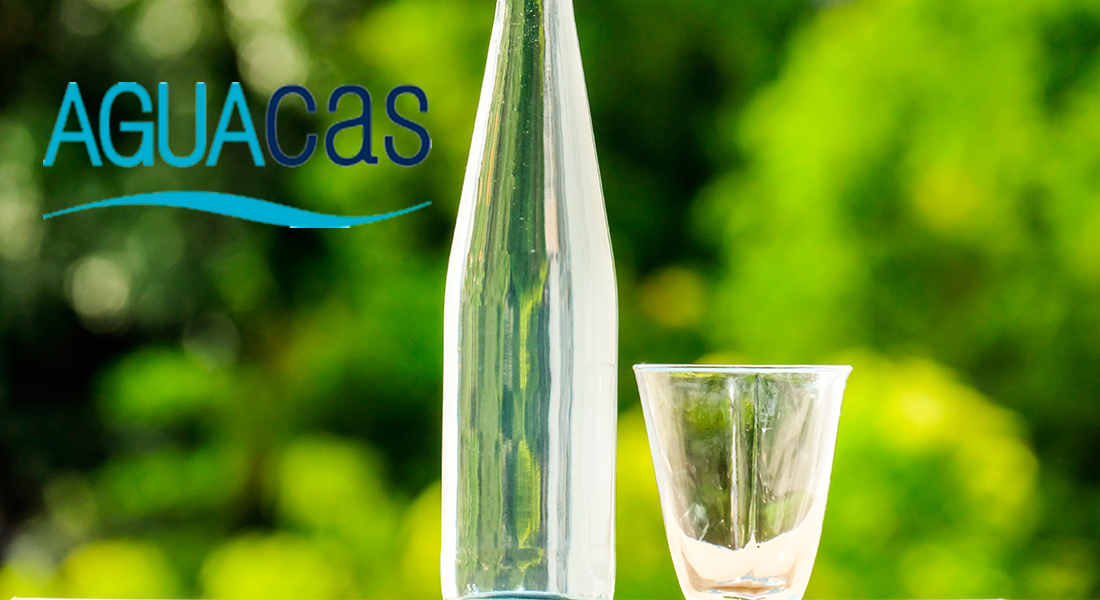 beneficios agua embotellada aguacas